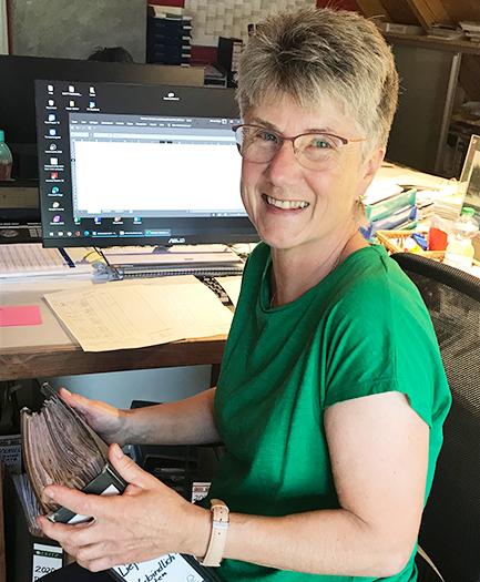 Marina Kaiser bei der Arbeit   Blog   Holz Pirner