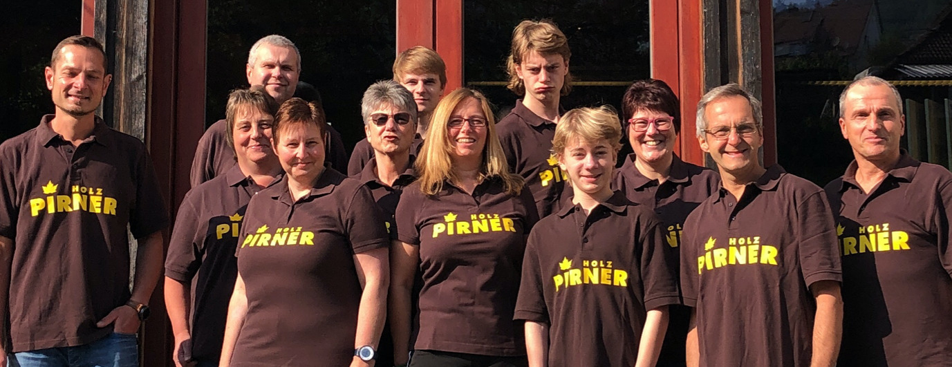 Gruppenbild vom Holz Pirner Team | Parkettleger Schreiner | Holz Pirner